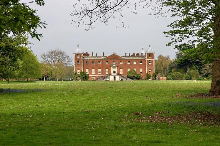 Tudor mansion 3