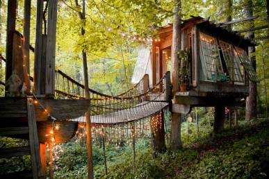 Airbnb, Title: Secluded urban treehouse in Atlanta, Link: https://www.airbnb.com/rooms/1415908